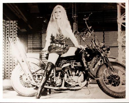 Сериграфия Young - Brigitte Bardot sur sa Harley Davidson