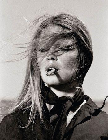 Многоэкземплярное Произведение O'neil - Brigitte Bardot with cigar on the set Les Petroleuses