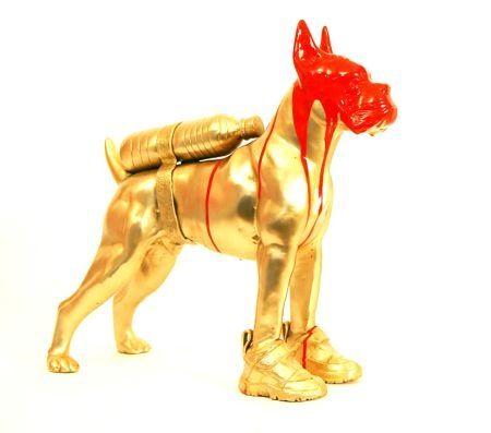 Многоэкземплярное Произведение Sweetlove - Cloned bronze bulldog with bottle water