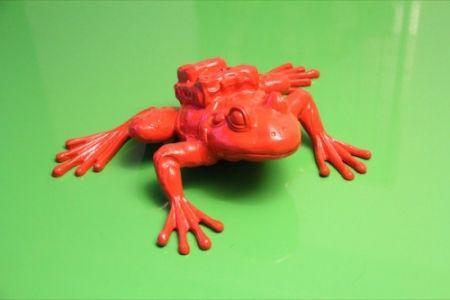 Многоэкземплярное Произведение Sweetlove - Cloned RED Aluminum FROG with backpack