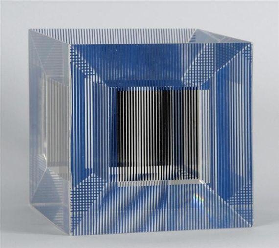 Многоэкземплярное Произведение Soto - Cube with Ambiguous Space