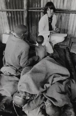 Фотографии Salgado - Ethiopian famine Dr. Maniela Bartole