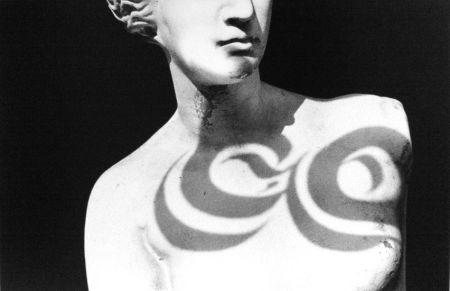 Многоэкземплярное Произведение Gibson - Female Statue (from Chiaroscuro)