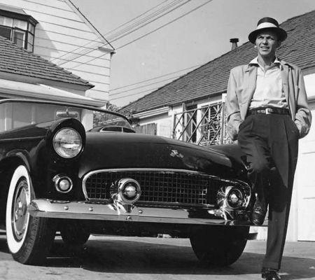 Фотографии Worth - Frank Sinatra next to his T-Bird