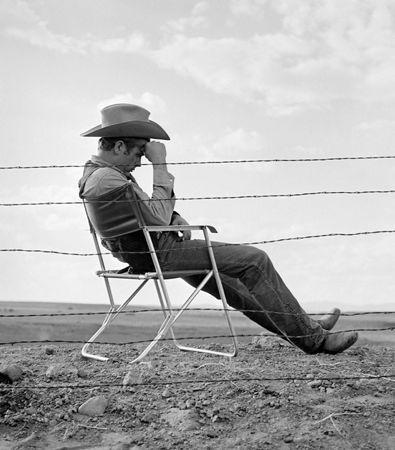 Фотографии Worth - James Dean seated