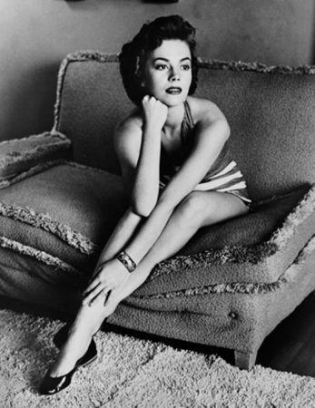 Фотографии Worth - Natalie Wood classic portrait on sofa