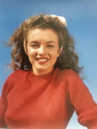 Фотографии De Dienes  - Norma Jean in red (Marilyn Monroe 1945)