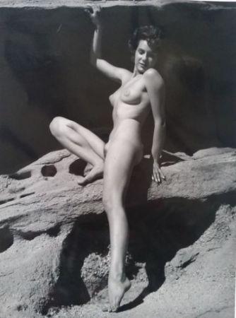 Фотографии De Dienes  - Nu assise sur rocher