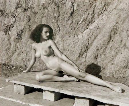 Фотографии De Dienes  - Nude on Stone Bench