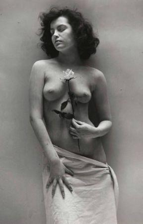Фотографии De Dienes  - Nude with Rose
