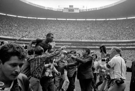 Фотографии Leifer - Pele on Shoulders on Fans