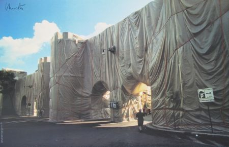 Гашение Christo - Roman Wall wrapped