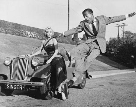 Фотографии Worth - Sammy Davis Jr leaps for Marilyn