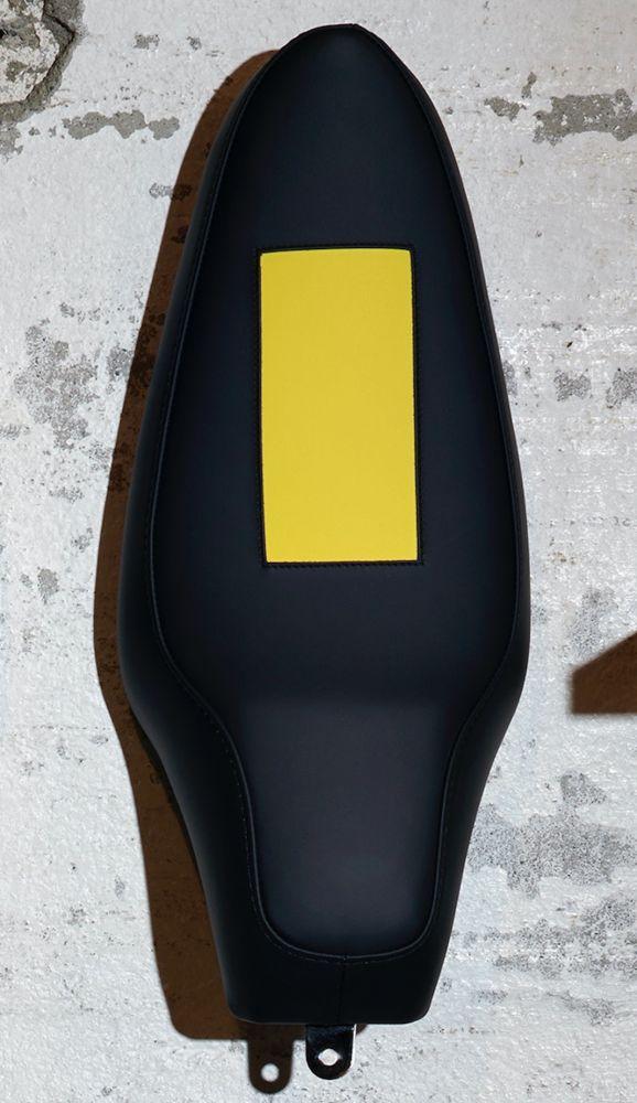 Многоэкземплярное Произведение Mosset - Untitled (Banana saddle)