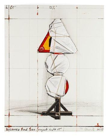 Многоэкземплярное Произведение Christo - Wrapped road sign